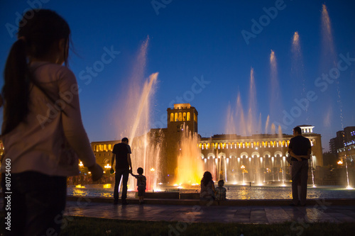 Fotobehang Fontaine Singing fountains at night in the main square of Yerevan,