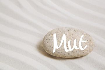 Wort Mut auf einem Stein als Konzept Hintergrund für Neues