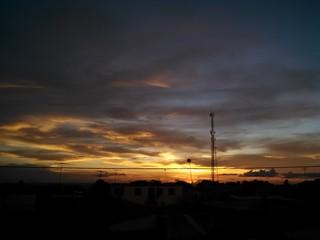 Pôr-do-sol na cidade