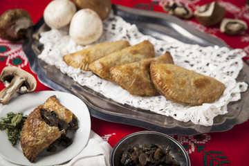 Empanadas de champiñones con Epazote