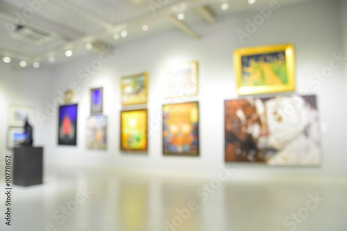 Blur or Defocus image of the lobby of a modern art center - 80778652