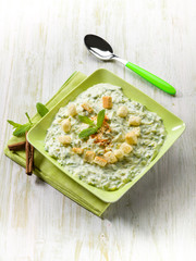 zucchinis cream with cinnamon and bread