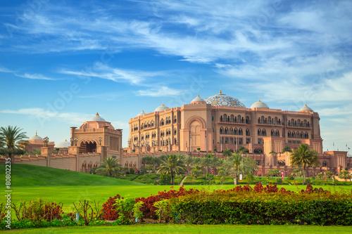 Fotobehang Midden Oosten Emirates Palace and gardens in Abu Dhabi, UAE