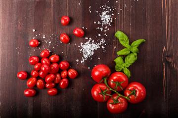 Tomaten mit Salz