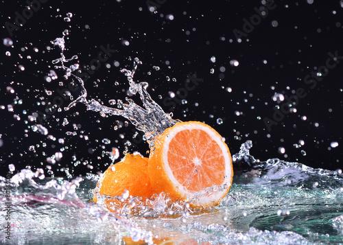 Panel Szklany Macro water splash on orange. Water drops splash