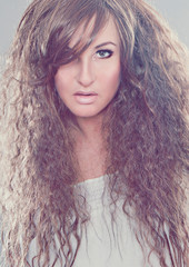 girl with frizzy hair - fashion shots 26_1