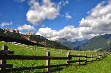 Val di Fassa, veduta sul gruppo del Catinaccio e  Monte Sella