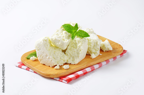 Crumbly white cheese - 80823249
