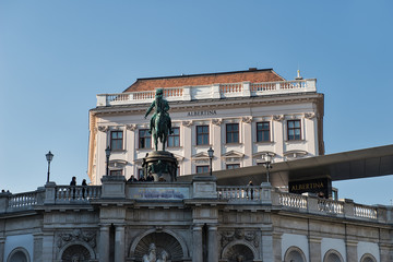 Albertina und Erzherzog Albrecht Statue in Wien