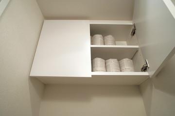 トイレの収納 吊り戸棚