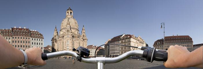 Dresden Altmarkt mit Frauenkirche via Fahrrad