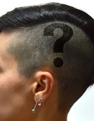 testa di donna con scritta
