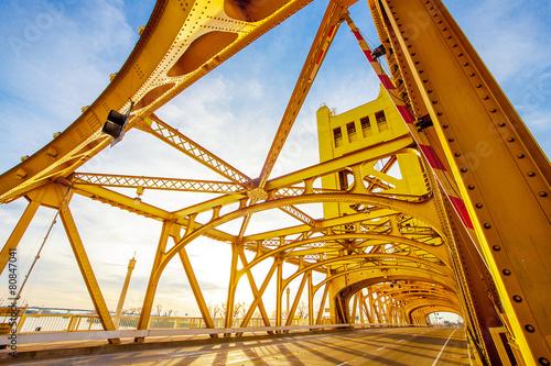 Towe Bridge in Sacramento Kalifornien - 80847041