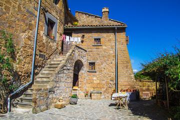 Tipica casa in tufo di un borgo della Tuscia