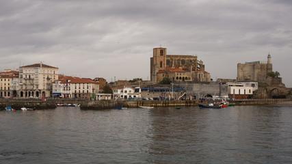 Santa María y castillo de Santa Ana en Castro Urdiales