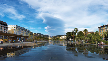 Miroir d'eau à Nice, Côte d'azur, France