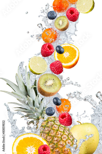 Water splash with fresh fruits - 80859832