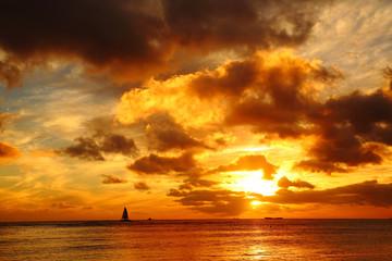 ワイキキ海岸の夕焼け © denebola_h