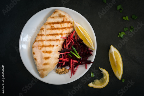 Grilled chicken with beetroot slaw - 80863642