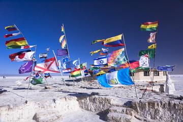 ウユニ塩湖の万国旗