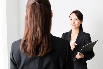 asian businesswomen talking