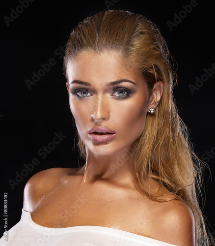 Beauty portrait of delicate woman. - 80883492