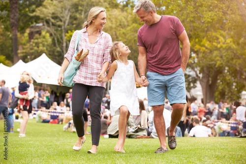 Leinwanddruck Bild Family Relaxing At Outdoor Summer Event