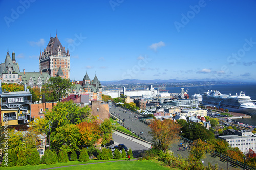 Fotobehang Kasteel View of old Quebec and the Chateau Frontenac, Quebec, Canada