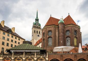 Германия. Мюнхен. Вид на церковь Святого Петра