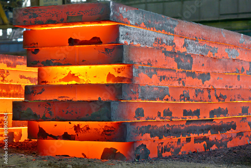 stack of heavy plates - 80902424