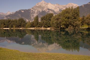 Montagne riflesse nel lago