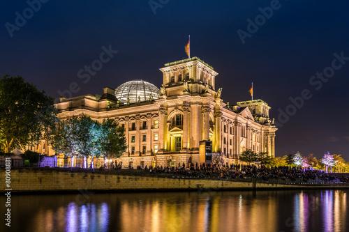 Poszter Reichstag in Berlin am Abend