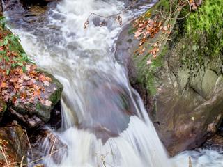Bach mit fließendem Wasser