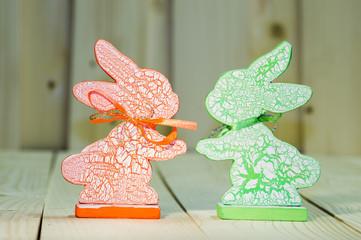 Dwa drewniane zajaczki
