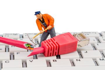 Arbeiter, Netzwerkstecker, Tastatur