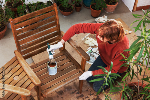 Sanding and painting an outdoor bench - 80920244