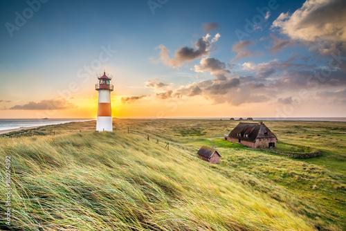 Fotobehang Eilanden Leuchtturm in List auf Sylt am Ellenbogen