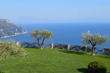 Vista sul mare dal giardino di Villa Cimbrone, Ravello, Italia