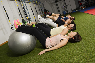 People training with balloon abdominal muscle