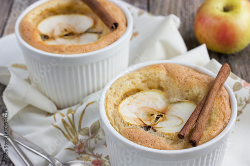 Poster Sweet apple souffle with apple slice and cinnamon