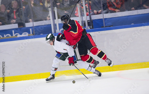 Fotobehang Wintersporten Ice Hockey - Heavy tackle