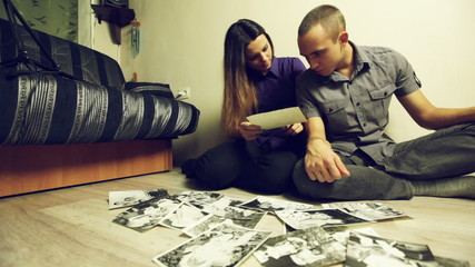 Couple looking at the pictures