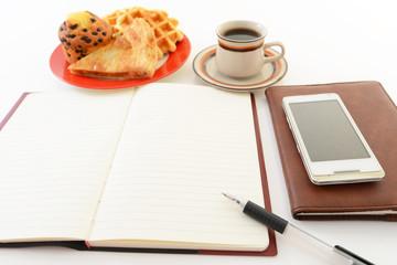 ノートとおやつとコーヒー