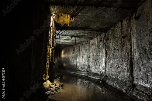 Fotobehang Tunnel Подземная река