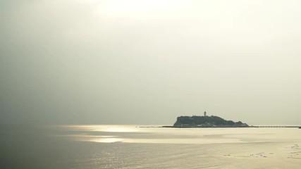 海に浮かぶ江ノ島の橋