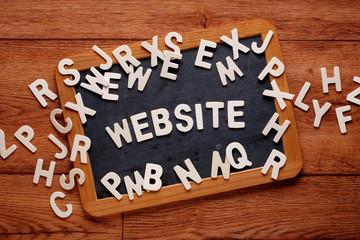 la parola website sulla lavagna