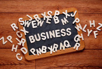 la parola business sulla lavagna