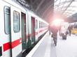 Bahnhofsverkehr - 80987617