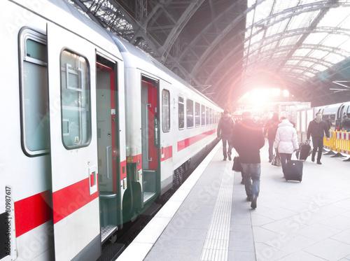 Leinwandbild Motiv Bahnhofsverkehr