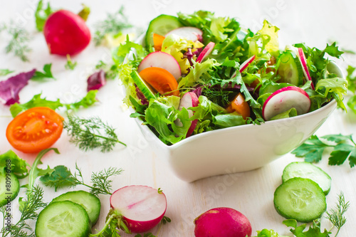 Foto op Plexiglas Voorgerecht Healthy salad with fresh vegetables and ingredients on white bac